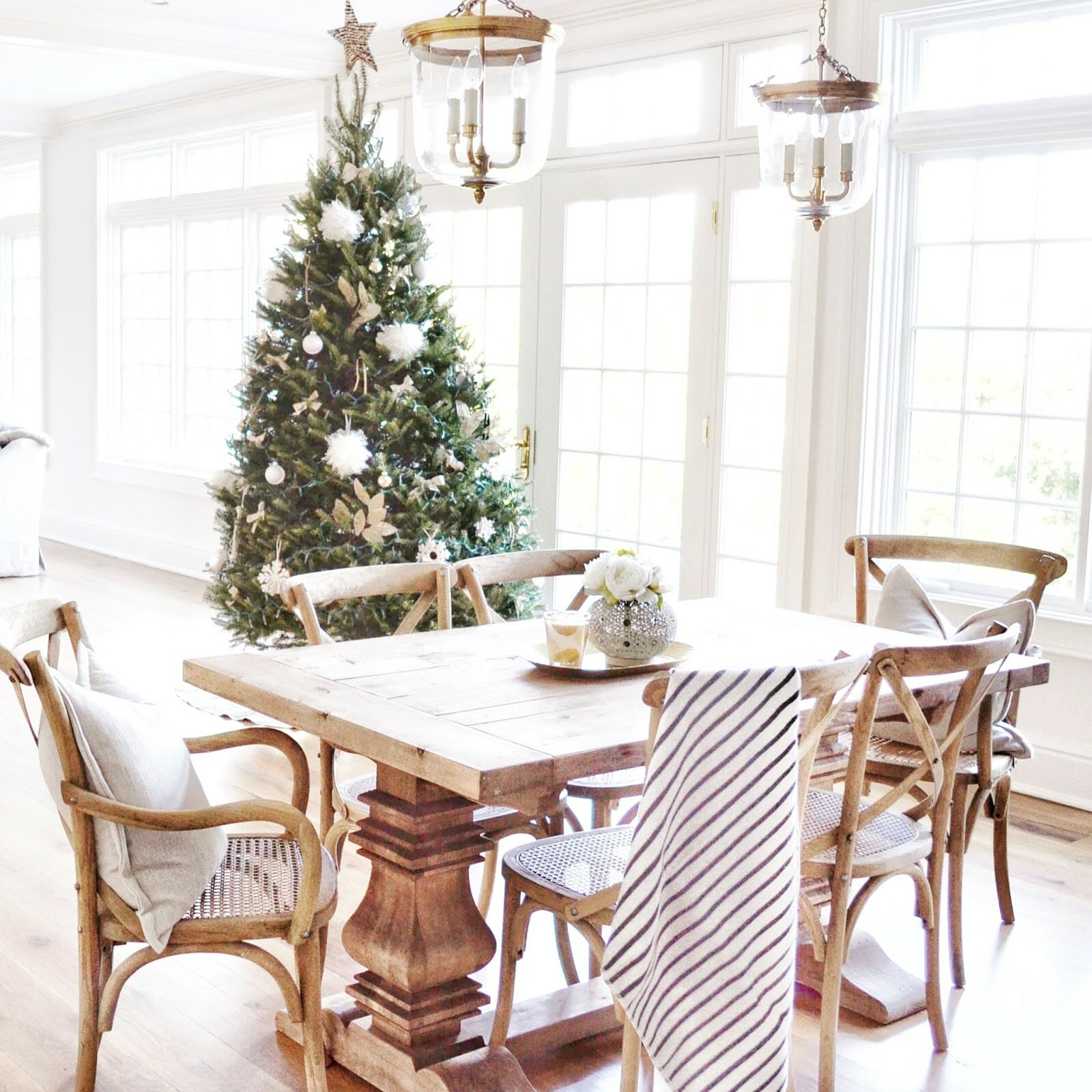 The Most Gorgeous Holiday Tour: Home Sweet Hillcrest